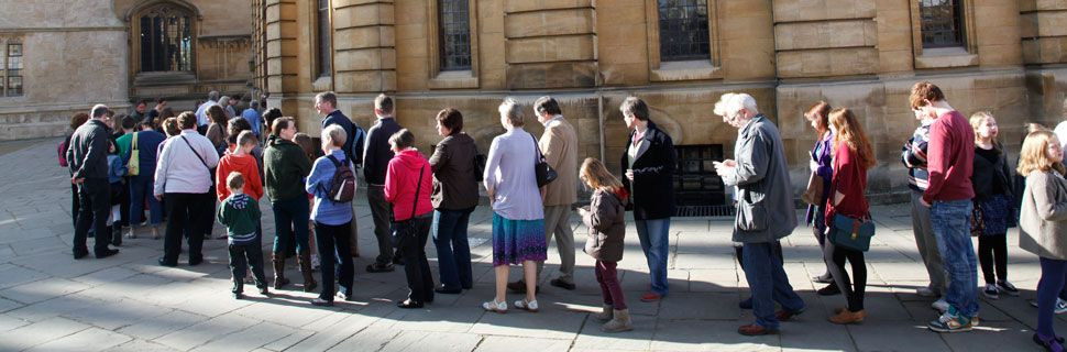 Queuing-at-sheldonian