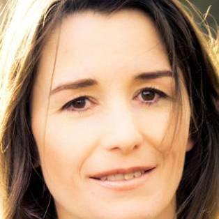 Author / Speaker holding image - Rachel Hewitt