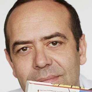 Author / Speaker holding image - José Pizarro