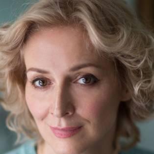 Author / Speaker holding image - Marie-Elsa Bragg